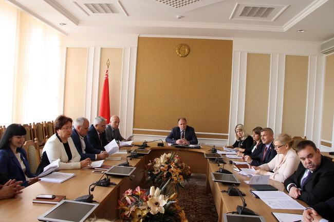 На заседании комиссии по международным делам